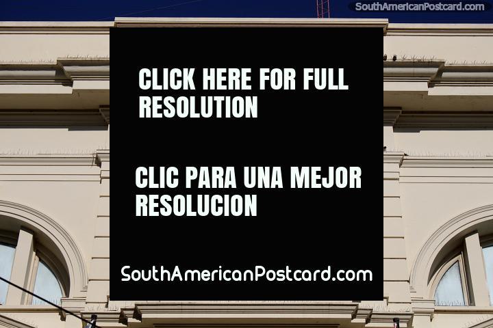 Olhe em torno Santa Fé e encontrar muitos belos edifïcios antigos e fachadas, alguns com figuras. (720x480px). Argentina, América do Sul.