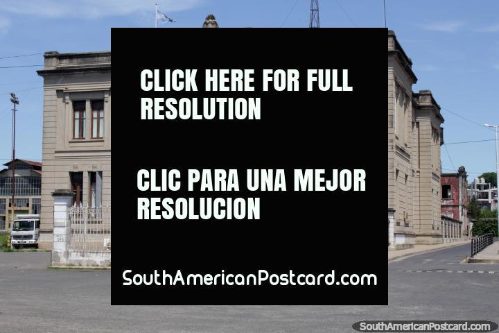 Edificio histórico en el puerto de Paraná - División Paraná Medio. (720x480px). Argentina, Sudamerica.