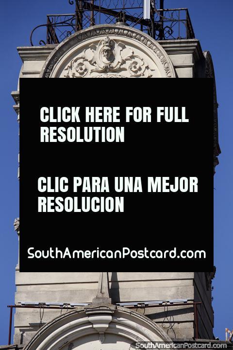 Visão detalhada da torre de relógio do Palácio Municipal em Paraná. (480x720px). Argentina, América do Sul.