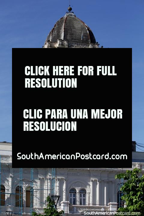 Government Palace clock tower at Plaza Mansilla in Parana. (480x720px). Argentina, South America.