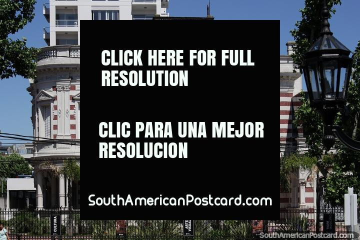 Casa municipal de cultura y artes visuales en Tigre, edificio histórico con arcos y columnas en Buenos Aires. (720x480px). Argentina, Sudamerica.