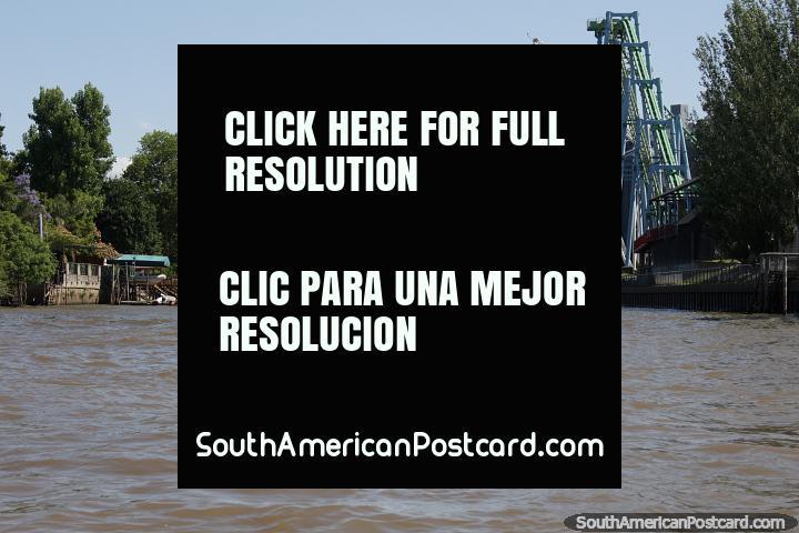 Comienza una excursión en bote por los ríos alrededor de Tigre en Buenos Aires. (720x480px). Argentina, Sudamerica.