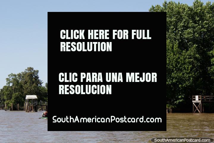 Os rios em volta do Tigre são fantásticos para gostar de esportes de água como kayaking em Buenos Aires do norte. (720x480px). Argentina, América do Sul.