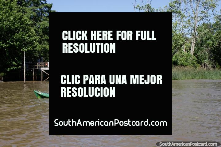 Divertimento de caiaque, aluguel um caiaque e cruzeiro os rios do delta em Tigre, Buenos Aires. (720x480px). Argentina, América do Sul.