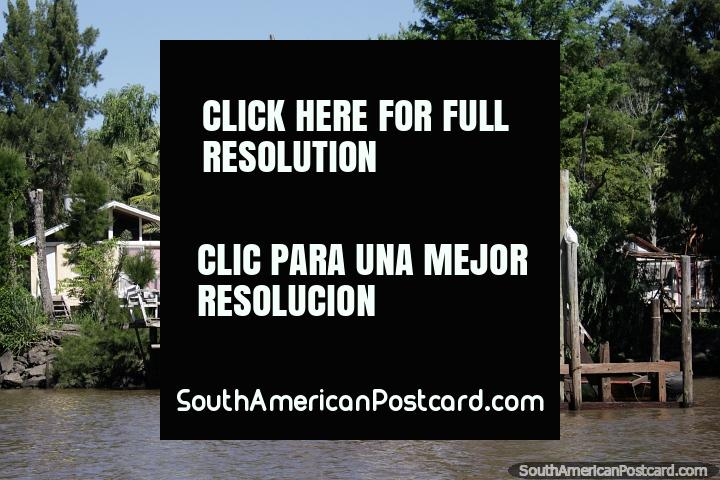 House beside the river with a forest surrounding it, private jetty, Tigre, Buenos Aires. (720x480px). Argentina, South America.