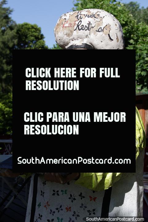 Figura cerâmico em um restaurante de orla em Tigre, o cozinheiro-chefe, Buenos Aires. (480x720px). Argentina, América do Sul.