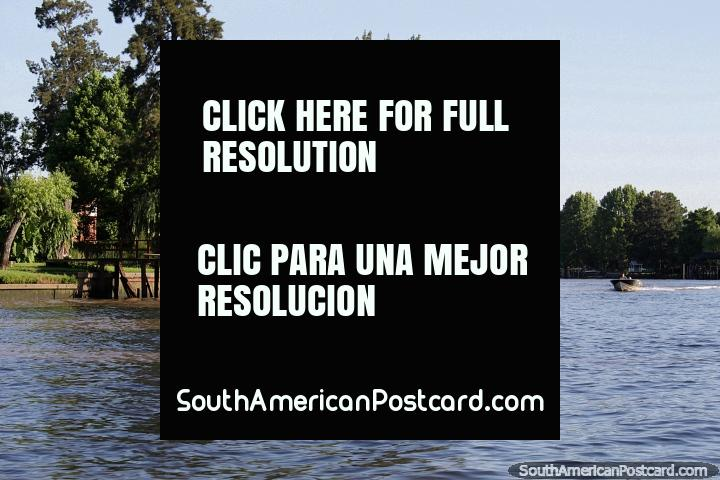 Belo delta de rio com molhes de madeira, um lugar pacïfico de gostar, Tigre, Buenos Aires. (720x480px). Argentina, América do Sul.