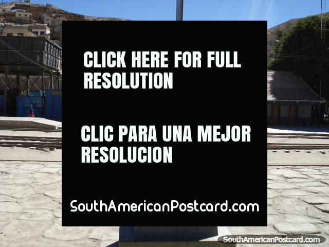 Monument to Mercado Urupina in Atocha. (640x480px). Bolivia, South America.
