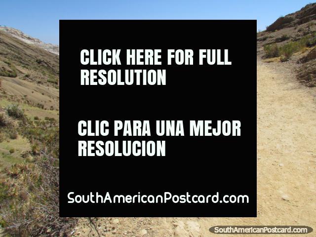 Explore Isla del Sol on foot at Lake Titicaca. (640x480px). Bolivia, South America.