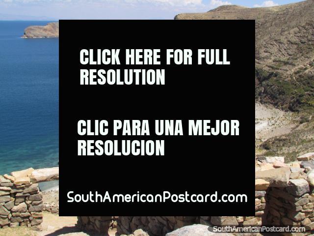 Muchas bahías como esto son todos alrededor de la Isla del Sol en Lago Titicaca. (640x480px). Bolivia, Sudamerica.