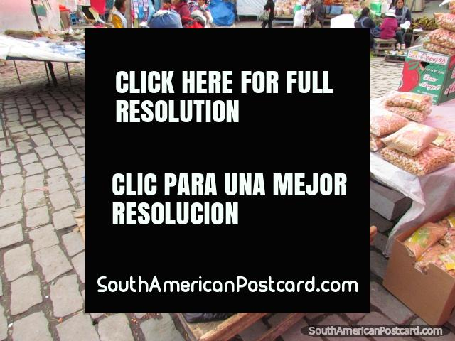 Black corn and beans for sale at Mercado Rodriguez, La Paz. (640x480px). Bolivia, South America.