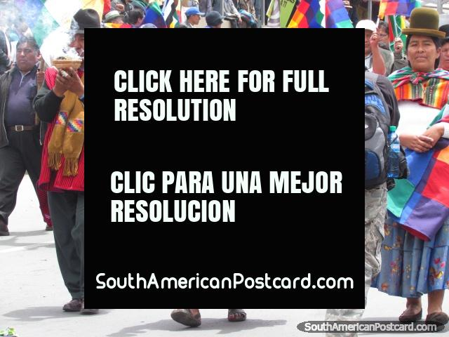 People carrying sacred burning pots in La Paz. (640x480px). Bolivia, South America.