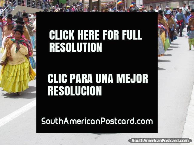 Hat ladies, yellow dresses, La Paz. (640x480px). Bolivia, South America.