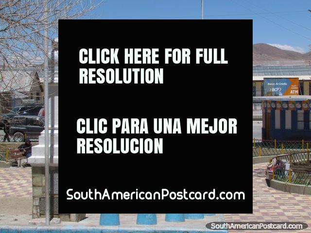 Parque em Uyuni, olhando para a estação de trem. (640x480px). Bolívia, América do Sul.
