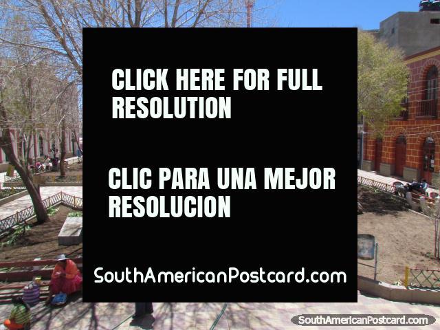 El parque en el centro de Uyuni. (640x480px). Bolivia, Sudamerica.