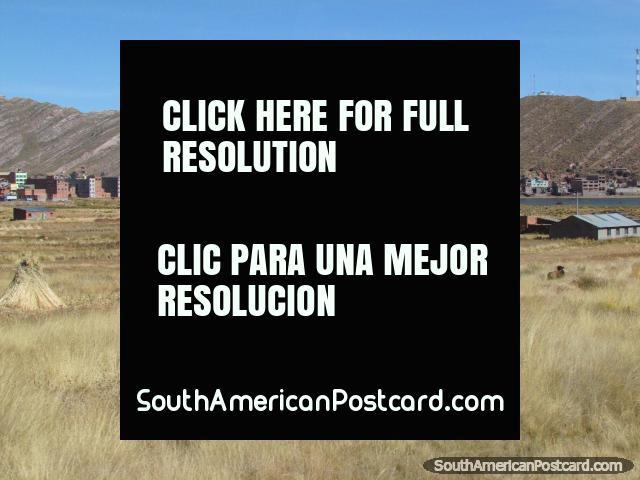Vista de Desaguadero, mitad en Bolivia, mitad en Perú. (640x480px). Bolivia, Sudamerica.