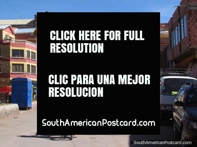 Calle y edificios en Desaguadero. (640x480px). Bolivia, Sudamerica.