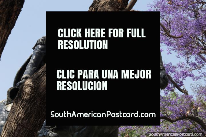 Simón Bolívar en su caballo, monumento en el Parque Bolívar en Tarija. (720x480px). Bolivia, Sudamerica.