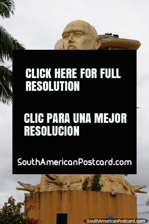 Monumento a las Tres Cabezas en Cobija, en recuerdo de la guerra de Bahía. (480x720px). Bolivia, Sudamerica.