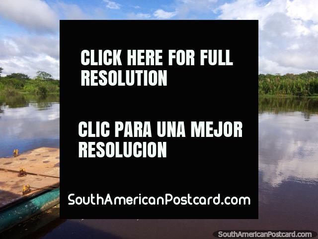 9h30, o Rio Mamore em Trinidad, uma viagem de dia das áreas alagadas está a ponto começam. (640x480px). Bolívia, América do Sul.