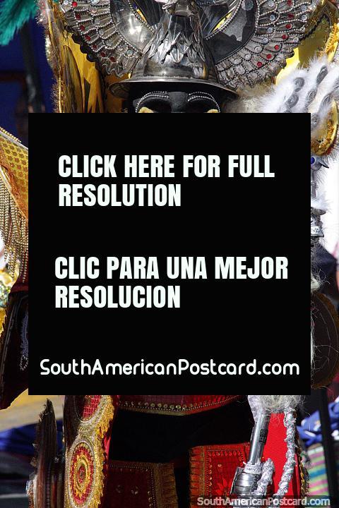 Espetacular moda, as máscaras e os trajes tradicionais fazem a pompa de El Gran Poder em Sucre uma vista fantástica. (480x720px). Bolívia, América do Sul.