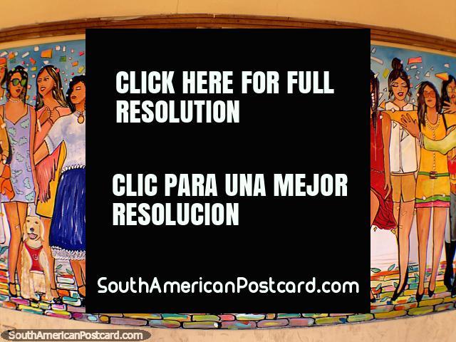 Grupo de mulheres que usam roupa elegante, parte de um grande mural em Casa de Libertad em Sucre. (640x480px). Bolívia, América do Sul.