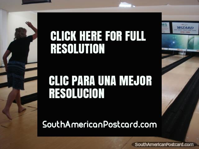10 pin bowling at Boliche Mania in Corumba. (640x480px). Brazil, South America.