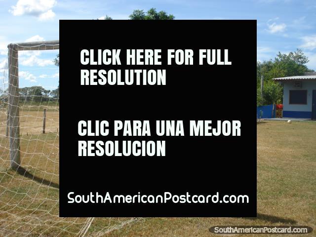 O arremesso de futebol em Santa Clara, o Pantanal. (640x480px). Brasil, América do Sul.