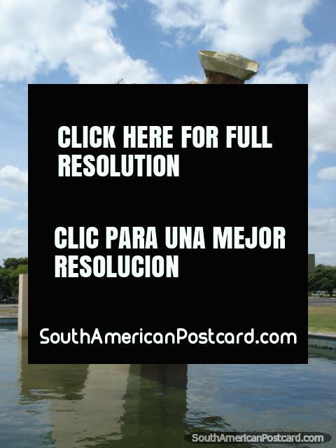 El monumento de Mineros en Boa Vista cerca del parque y palacio. (480x640px). Brasil, Sudamerica.