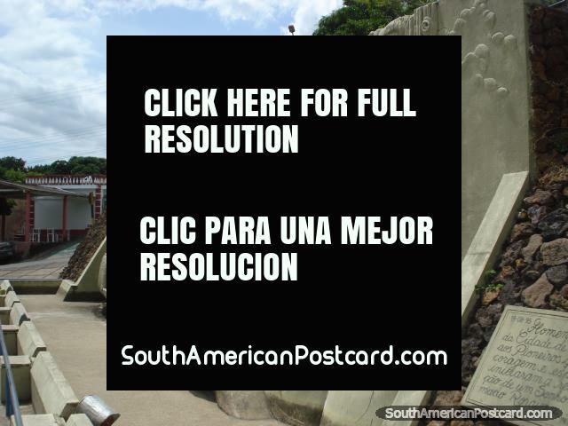 Macunaima, el primer habitante de Río campos de Brancos, Monumento de los Pioneros en Boa Vista. (640x480px). Brazil, Sudamerica.