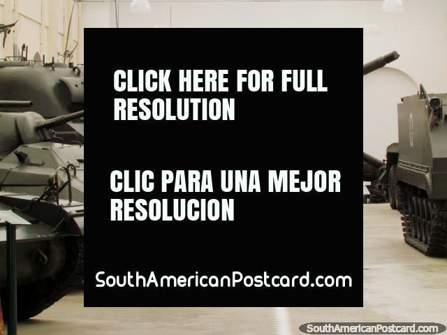 Los tanques en la pantalla en el Museo de Comando Militar hacen Sul en Puerto Alegre. (640x480px). Brasil, Sudamerica.