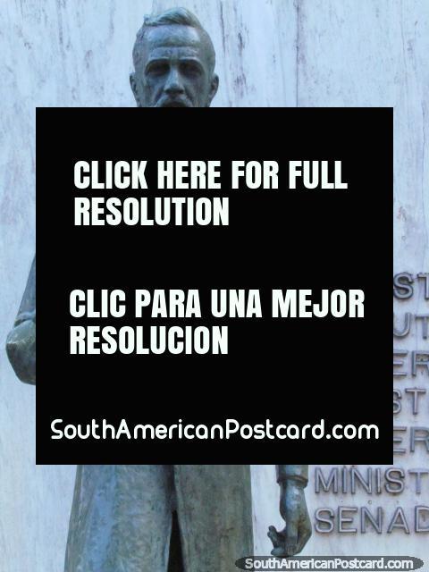 Lauro Muller (1863-1926) estatua en Florianopolis, ingeniero y político. (480x640px). Brasil, Sudamerica.