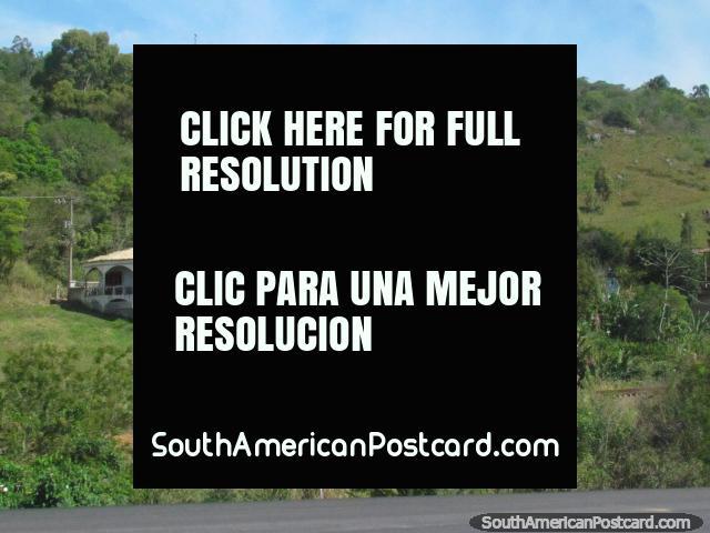 Casas de campo agradables que pasan por alto la laguna en Laguna al sur de Florianopolis. (640x480px). Brasil, Sudamerica.