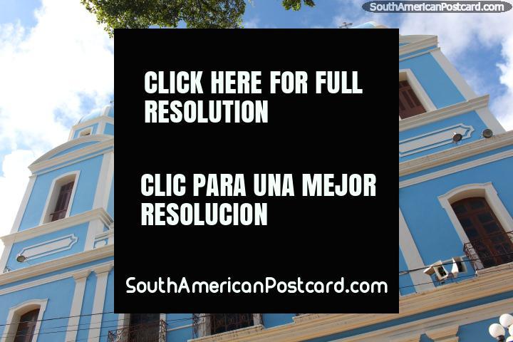 Fachada frontal de la catedral de color azul claro en Santarem. (720x480px). Brasil, Sudamerica.