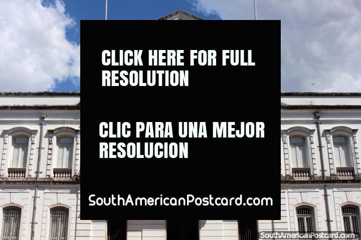 O Palácio de Sodre, cara central dianteira, localiza-se junto de praça Praca D. Pedro II em Belém. (720x480px). Brasil, América do Sul.