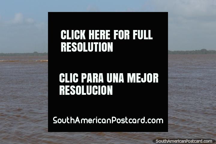 B/M Meruu, un ferry de naranja en el río en Belem. (720x480px). Brazil, Sudamerica.