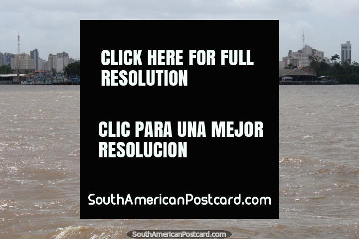 Deixando Belém por barco, uma visão da cidade do rio. (720x480px). Brasil, América do Sul.