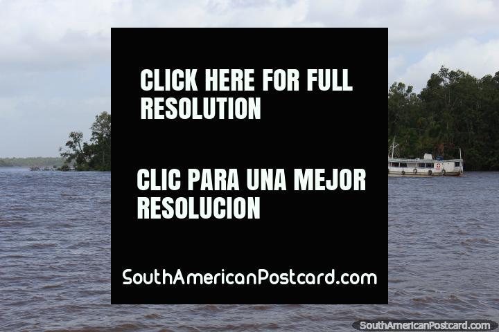 No rio, que encabeça fora de Belém para o oeste a Barcarena. (720x480px). Brasil, América do Sul.