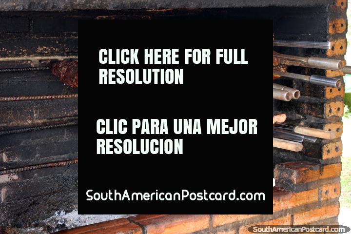 Barbacoa carne fuera de un restaurante en Oiapoque. (720x480px). Brazil, Sudamerica.