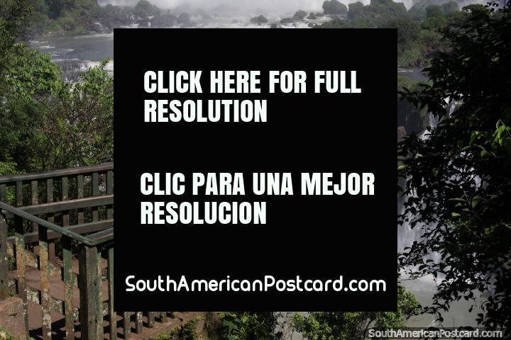 Ponto de vigia, seixo rolado e jardins de rocha, Foz do Iguaçu. (720x480px). Brasil, América do Sul.