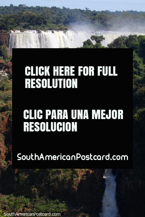 Cachoeiras e jardins de rocha, a maravilha pitoresca de Foz do Iguaçu. (480x720px). Brasil, América do Sul.