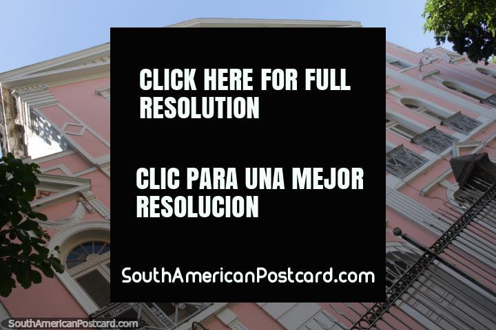 Fachada rosa de un edificio histórico en Río de Janeiro, Palacio Maconico de Lavradio. (720x480px). Brasil, Sudamerica.