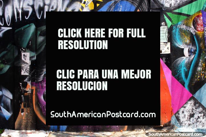 Fantástico mural en púrpura y azul, dama con ojos penetrantes, Beco do Batman, Sao Paulo. (720x480px). Brasil, Sudamerica.