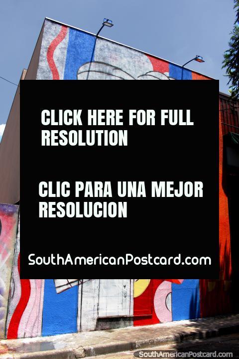 Abraço de homem e mulher, um supergrande mural em um buiulding-lado em Beco faz o Bagageiro em São Paulo. (480x720px). Brasil, América do Sul.