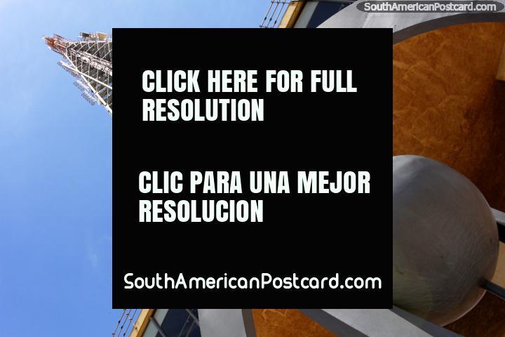 La torre de televisor en Brasilia fue construida en 1967 y tiene una altura de 230 metros! (720x480px). Brasil, Sudamerica.