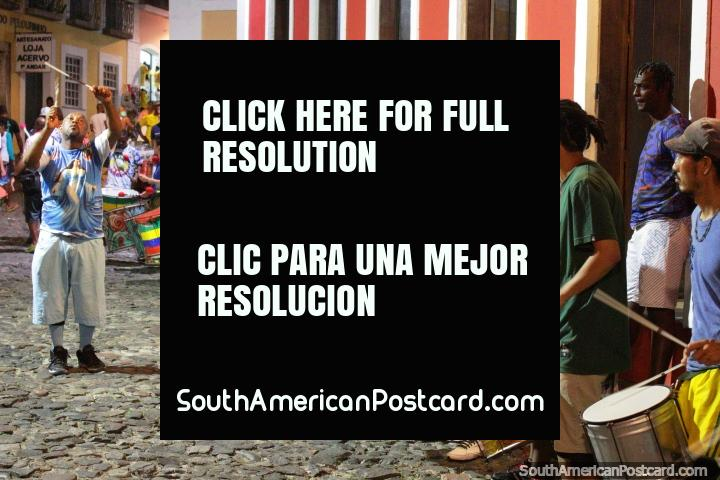 Fiesta de tambores rumbo en las calles de Salvador para el carnaval! (720x480px). Brasil, Sudamerica.