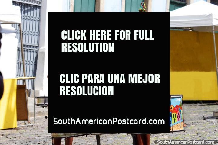 Um par de tamborileiros pratica um ritmo na preparação para o carnaval no Salvador. (720x480px). Brasil, América do Sul.
