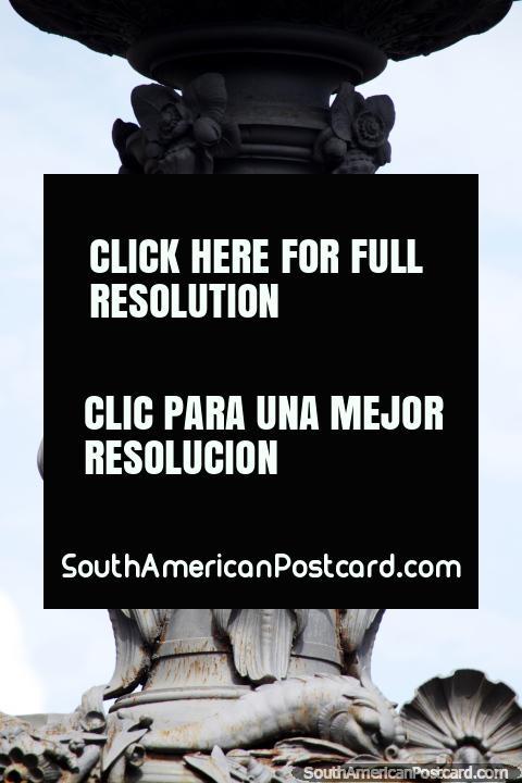 3 anjos parecem a pequeno Chucky, assustador, fonte no Salvador. (480x720px). Brasil, América do Sul.