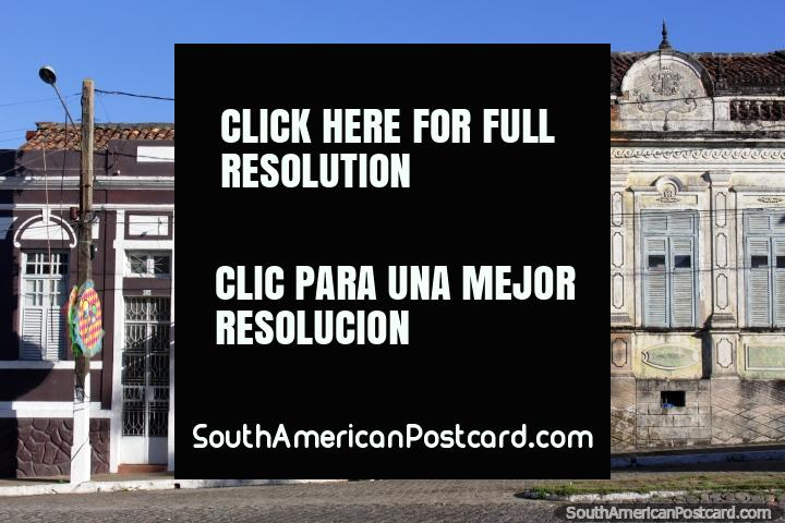 Velhas casas com personagem ao longo das ruas de pedra arredondada de Penedo. (720x480px). Brasil, América do Sul.