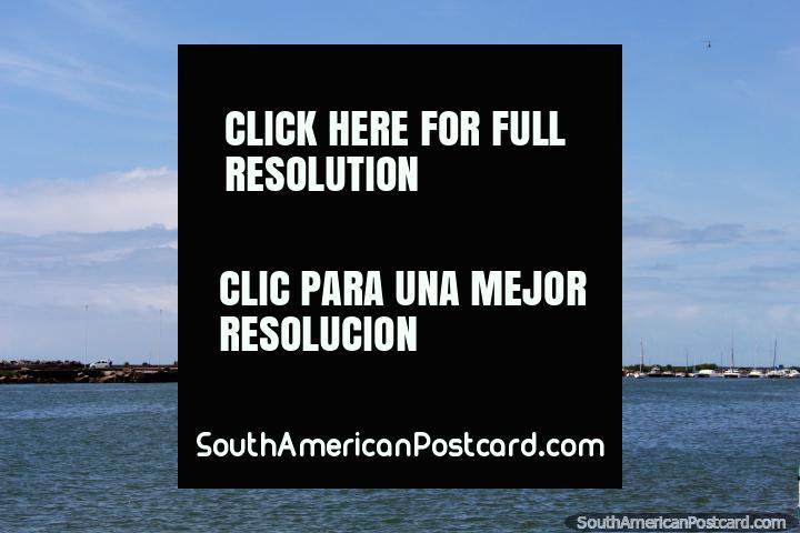 O mar em volta do porto em Recife em Zero Mark. (720x480px). Brasil, América do Sul.